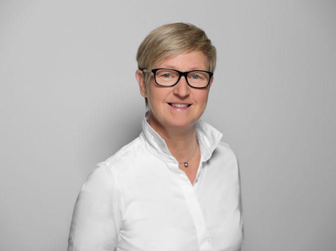 Frau Claudia Hettwer